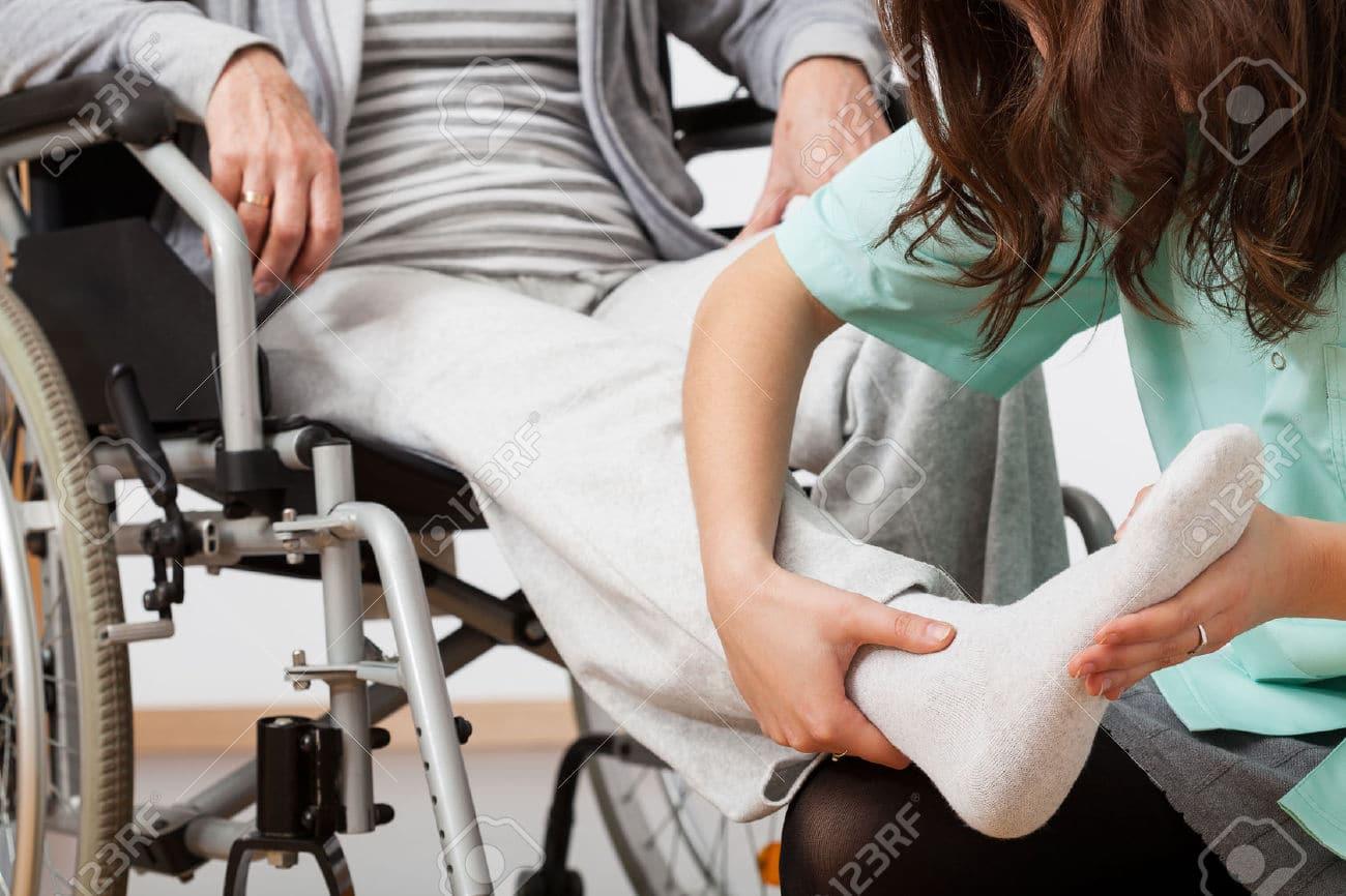 28347624-Persone-disabili-durante-la-riabilitazione-con-la-sua-infermiera- Archivio-FotograficoWebelett2017-04-24T09 52 37+00 00 1726b3a64ce2